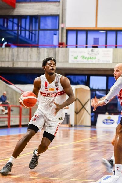 https://www.basketmarche.it/immagini_articoli/14-09-2019/torneo-spezia-netta-vittoria-fortitudo-bologna-pesaro-600.jpg