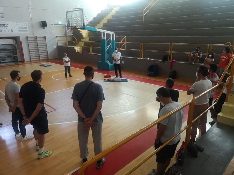 https://www.basketmarche.it/immagini_articoli/14-09-2021/robur-family-osimo-allenatori-hanno-conseguito-rinnovo-certificazione-600.jpg