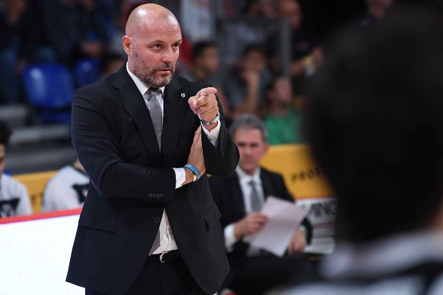 https://www.basketmarche.it/immagini_articoli/14-10-2019/eurocup-virtus-bologna-sfida-andorra-coach-djordjevic-aspetta-sfida-tosta-contiamo-nostri-tifosi-600.jpg