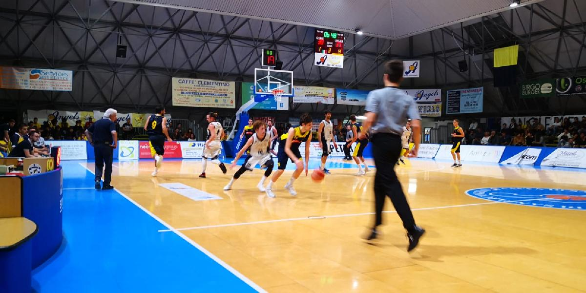 https://www.basketmarche.it/immagini_articoli/14-10-2019/inizia-migliore-modi-avventura-santarcangelo-angels-castelfidardo-battuto-finale-600.jpg