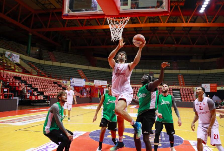 https://www.basketmarche.it/immagini_articoli/14-10-2020/buon-test-amichevole-pallacanestro-forl-raggisolaris-faenza-600.png