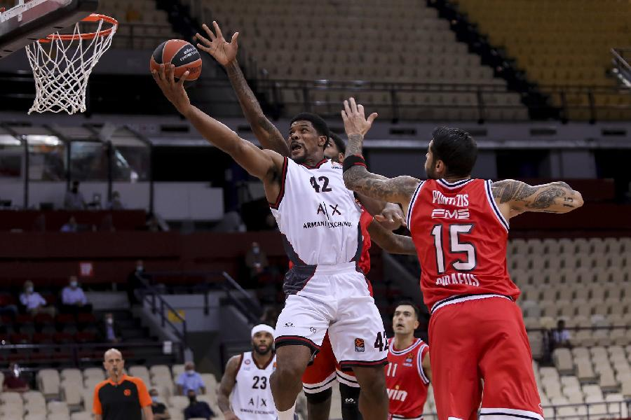 https://www.basketmarche.it/immagini_articoli/14-10-2020/euroleague-striscia-vincente-olimpia-milano-interrompe-campo-olympiacos-600.jpg