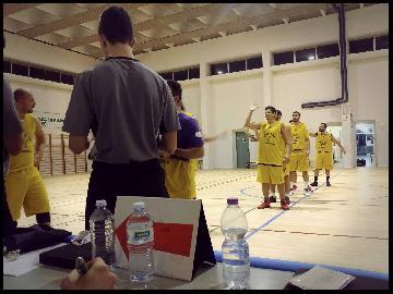 https://www.basketmarche.it/immagini_articoli/14-11-2017/prima-divisione-b-il-new-basket-jesi-espugna-allo-scadere-san-marcello-270.jpg
