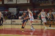 https://www.basketmarche.it/immagini_articoli/14-11-2019/sutor-montegranaro-capitan-angilla-fabriano-grandissima-squadra-facile-batterli-120.jpg