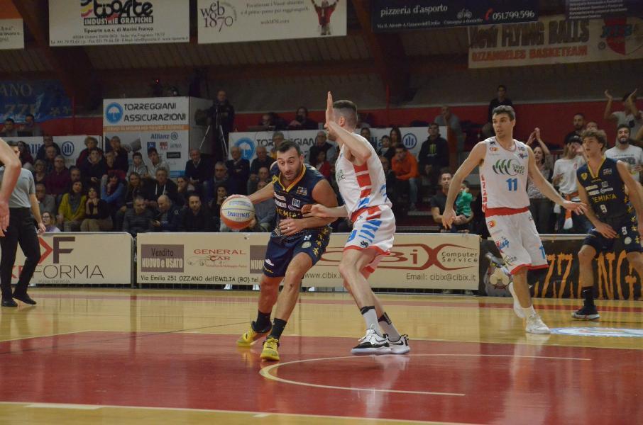 https://www.basketmarche.it/immagini_articoli/14-11-2019/sutor-montegranaro-capitan-angilla-fabriano-grandissima-squadra-facile-batterli-600.jpg