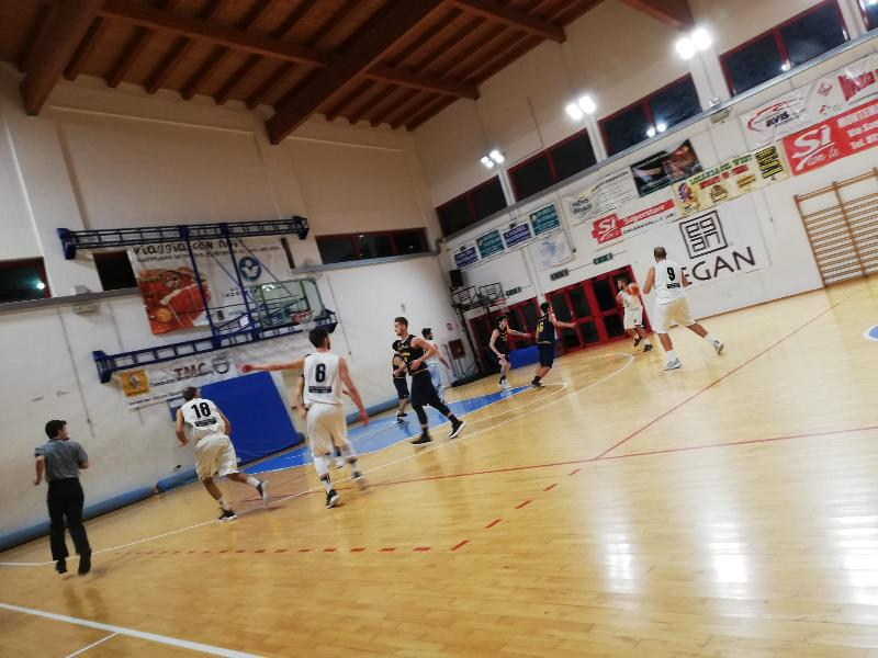 https://www.basketmarche.it/immagini_articoli/14-12-2018/montemarciano-supera-basket-fanum-dopo-tempo-supplementare-600.jpg