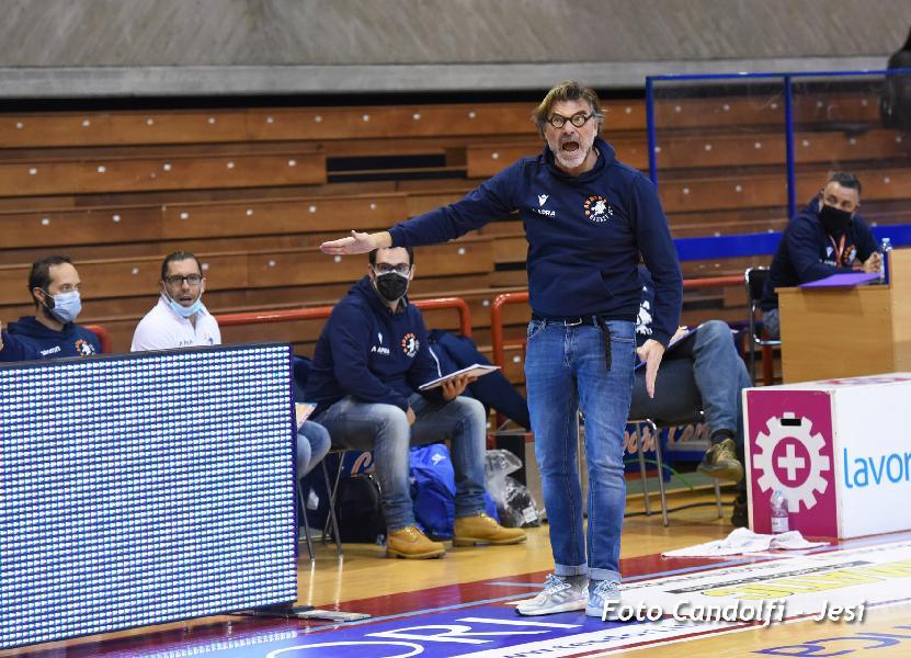 https://www.basketmarche.it/immagini_articoli/14-12-2020/jesi-coach-ghizzinardi-ragazzi-hanno-gestito-match-molto-bene-600.jpg