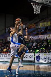https://www.basketmarche.it/immagini_articoli/15-01-2018/serie-b-nazionale-vittoria-amara-per-lo-janus-fabriano-contro-ortona-270.jpg
