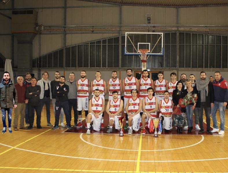 https://www.basketmarche.it/immagini_articoli/15-01-2019/virtus-assisi-mostrati-pubblico-tifosi-trofei-coppa-umbria-600.jpg