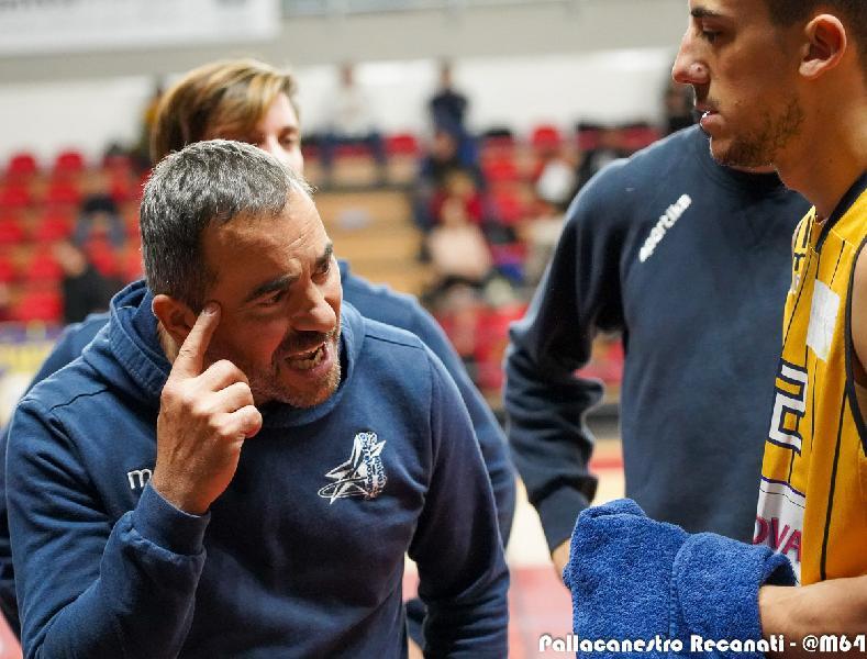 https://www.basketmarche.it/immagini_articoli/15-01-2020/ultimora-coach-marco-pesaresi-dimette-allenatore-pallacanestro-recanati-600.jpg