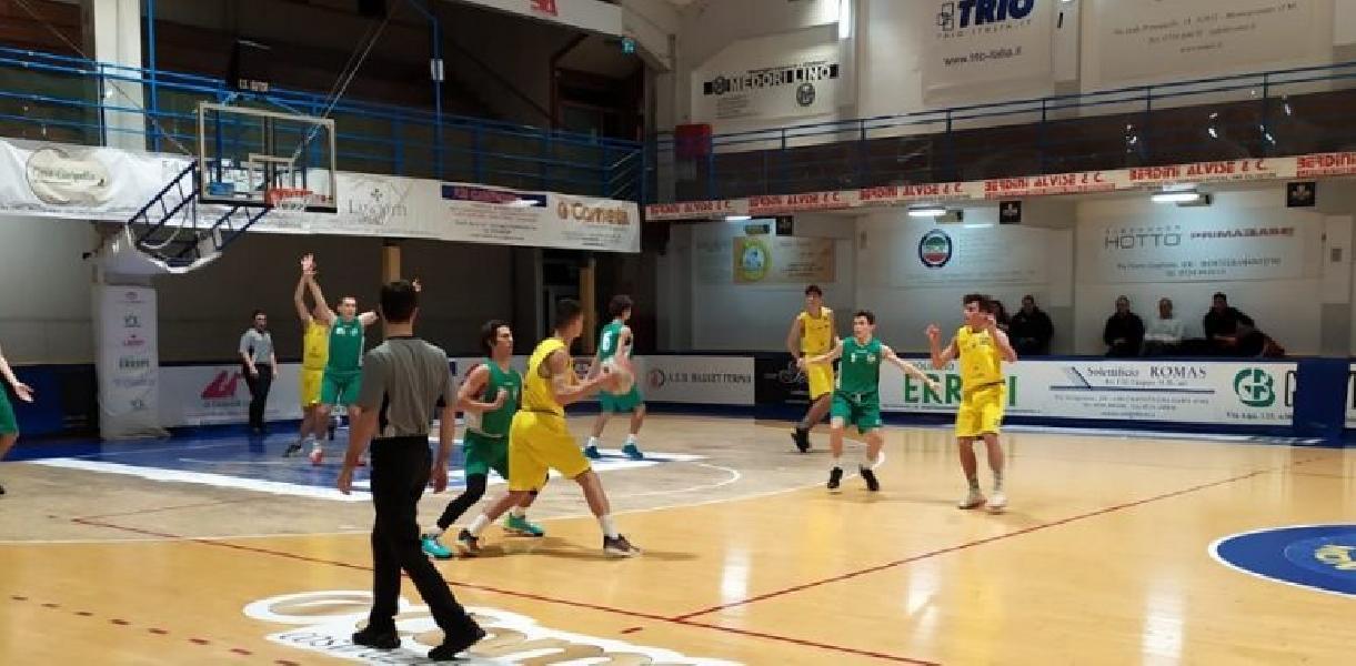 https://www.basketmarche.it/immagini_articoli/15-01-2020/under-gold-stamura-ancona-cede-finale-campo-poderosa-montegranaro-600.jpg