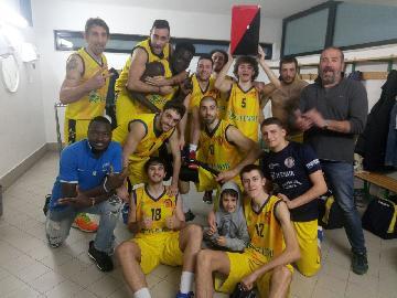 https://www.basketmarche.it/immagini_articoli/15-04-2018/d-regionale-playoff-gara-1-il-basket-fermo-batte-il-taurus-jesi-e-va-sull-1-0-270.jpg