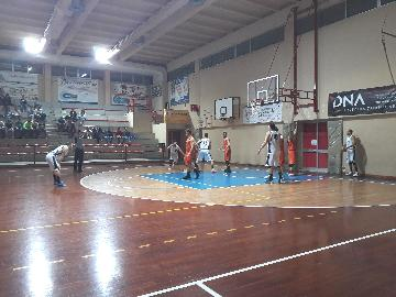 https://www.basketmarche.it/immagini_articoli/15-04-2018/d-regionale-playoff-gara-1-il-marotta-basket-cade-in-casa-contro-i-brown-sugar-fabriano-270.jpg