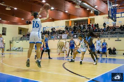 https://www.basketmarche.it/immagini_articoli/15-04-2018/serie-a2-femminile-la-feba-civitanova-espugna-il-campo-della-mercede-alghero-270.jpg
