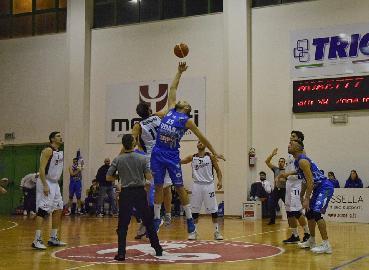 https://www.basketmarche.it/immagini_articoli/15-04-2018/serie-b-nazionale-la-virtus-civitanova-beffata-nel-finale-a-cerignola-270.jpg