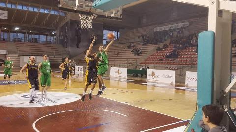 https://www.basketmarche.it/immagini_articoli/15-04-2018/serie-c-silver-il-campetto-ancona-regola-la-sutor-montegranaro-270.jpg