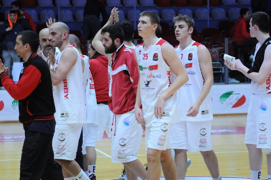 https://www.basketmarche.it/immagini_articoli/15-04-2019/playoff-riesce-impresa-chieti-basket-virtus-assisi-600.jpg