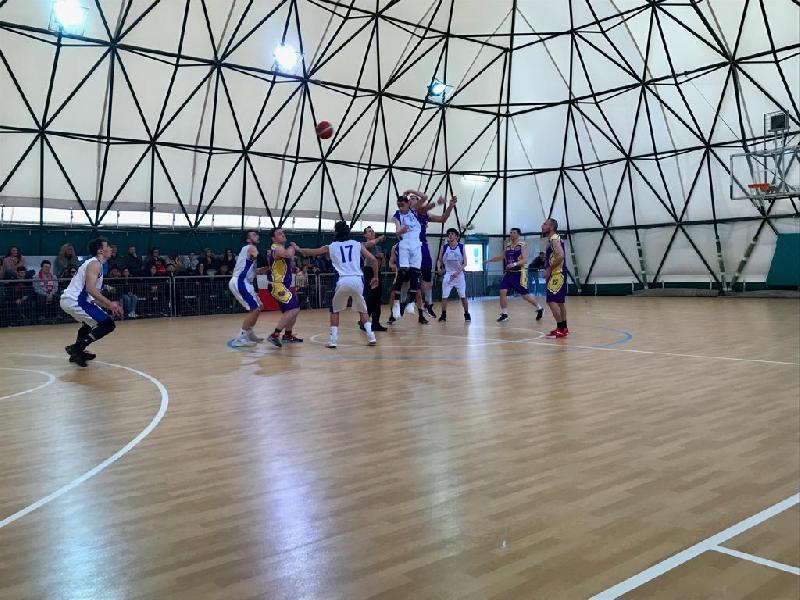 https://www.basketmarche.it/immagini_articoli/15-04-2019/playoff-storm-ubique-ascoli-passano-rimonta-campo-orsal-ancona-chiudono-serie-600.jpg
