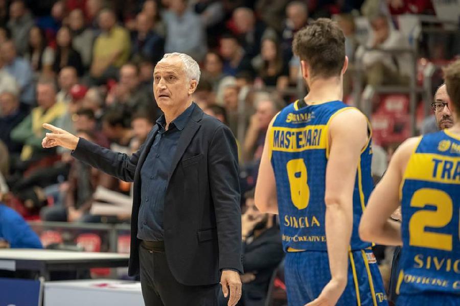 https://www.basketmarche.it/immagini_articoli/15-04-2019/poderosa-montegranaro-coach-pancotto-buone-percentuali-difesa-tempo-sono-state-decisive-600.jpg