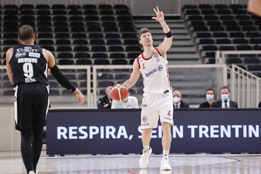 https://www.basketmarche.it/immagini_articoli/15-04-2021/pallacanestro-trieste-lesione-muscolare-quadricipite-coscia-sinistra-fernandez-600.jpg