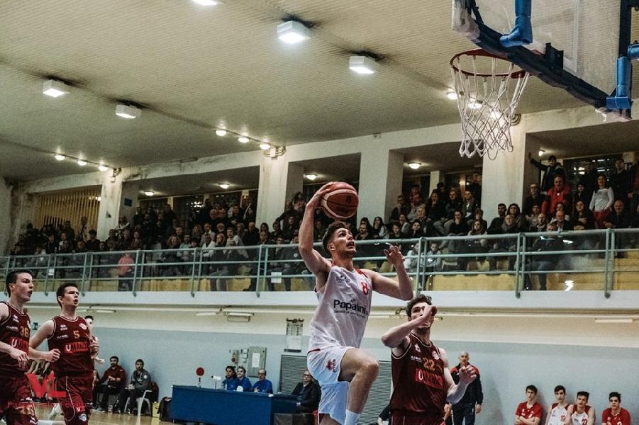 https://www.basketmarche.it/immagini_articoli/15-05-2019/interregionale-ritorno-vuelle-sola-comando-colpo-reyer-bassano-600.jpg