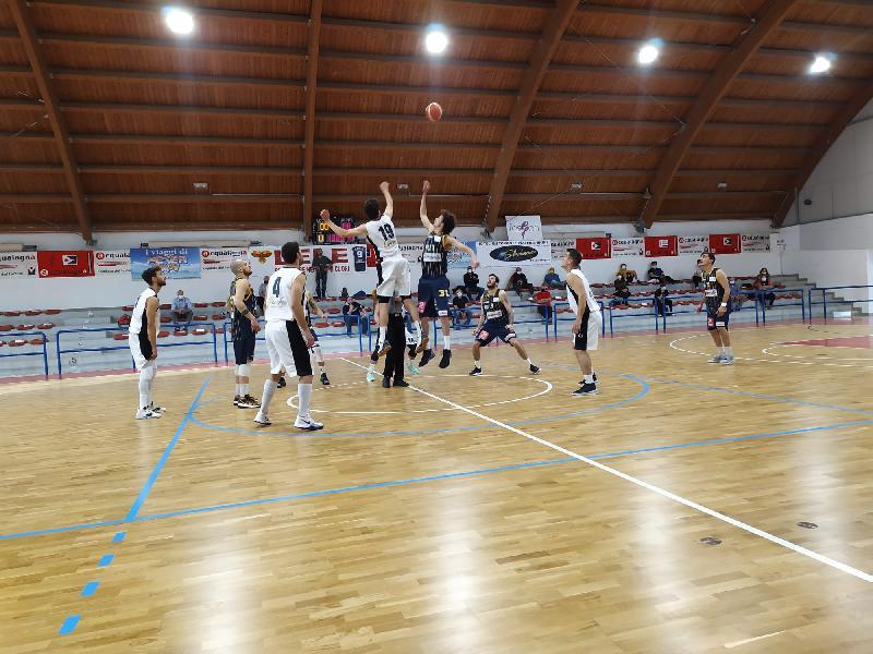 https://www.basketmarche.it/immagini_articoli/15-05-2021/pallacanestro-acqualagna-supera-pallacanestro-recanati-ottimo-ultimo-quarto-600.jpg
