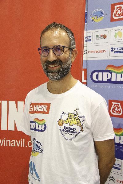 https://www.basketmarche.it/immagini_articoli/15-06-2019/rumors-mercato-aurora-jesi-piace-alessandro-valli-allenatore-possibile-interesse-gueye-600.jpg