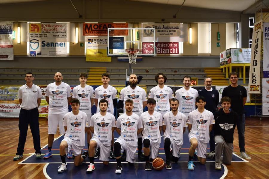https://www.basketmarche.it/immagini_articoli/15-06-2021/basket-todi-coach-olivieri-sono-molto-amareggiato-nostra-prestazione-poco-salvare-600.jpg