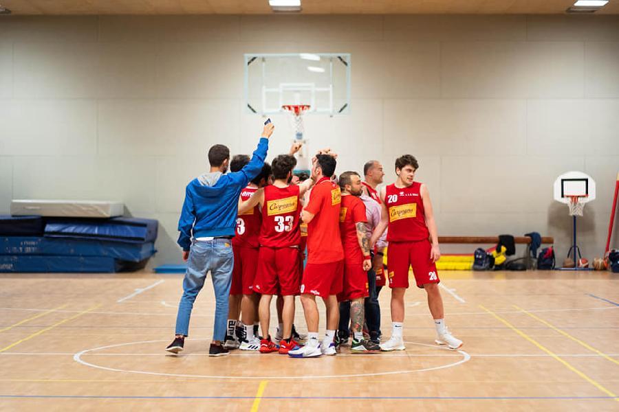 https://www.basketmarche.it/immagini_articoli/15-06-2021/playoff-vuelle-pesaro-espugna-campo-pallacanestro-urbania-600.jpg