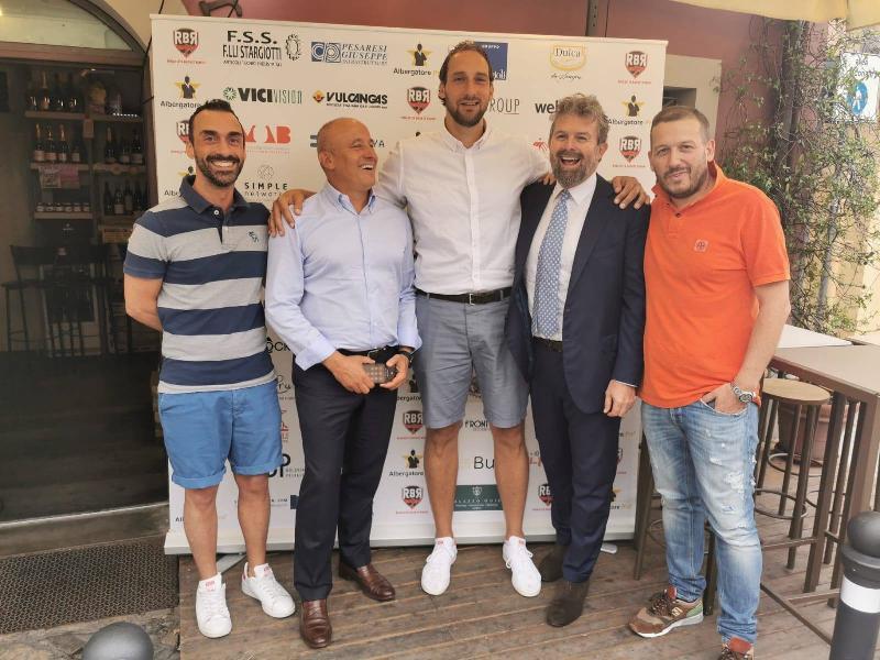 https://www.basketmarche.it/immagini_articoli/15-07-2019/ufficiale-aurora-jesi-tommaso-rinaldi-giocatore-rinascita-basket-rimini-600.jpg