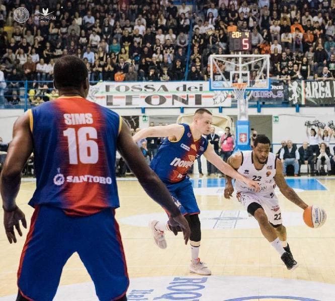 https://www.basketmarche.it/immagini_articoli/15-07-2020/ufficiale-derthona-basket-annuncia-conferma-jamarr-sanders-600.jpg
