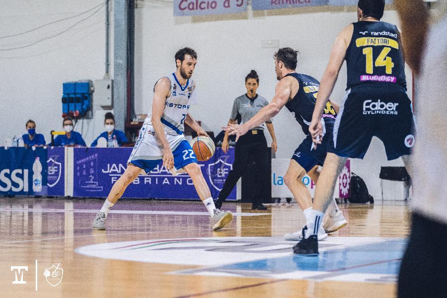 https://www.basketmarche.it/immagini_articoli/15-07-2021/janus-fabriano-ufficiale-conferma-roberto-marulli-anche-prossima-stagione-600.jpg