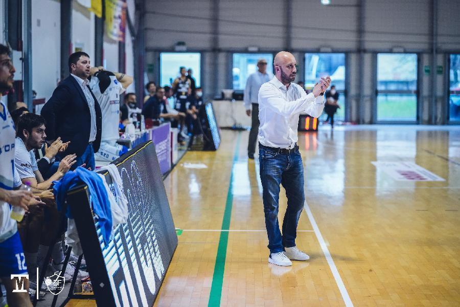 https://www.basketmarche.it/immagini_articoli/15-08-2021/janus-fabriano-coach-pansa-abbiamo-obiettivo-chiaro-lambizione-competere-600.jpg