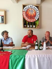 https://www.basketmarche.it/immagini_articoli/15-09-2017/serie-b-nazionale-coach-foglietti-fa-il-punto-sulla-preparazione-della-pallacanestro-senigallia-270.jpg