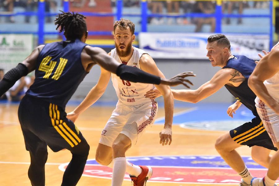https://www.basketmarche.it/immagini_articoli/15-09-2019/olimpia-milano-supera-khimki-conquista-city-cagliari-trascinata-super-rodriguez-600.jpg