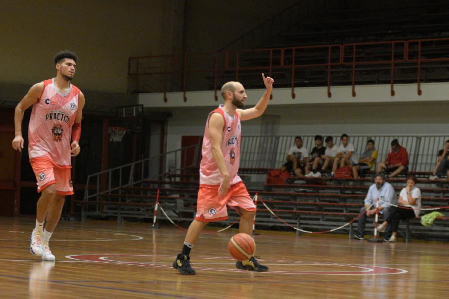 https://www.basketmarche.it/immagini_articoli/15-09-2021/annullata-amichevole-stasera-vigor-matelica-basket-tolentino-600.jpg