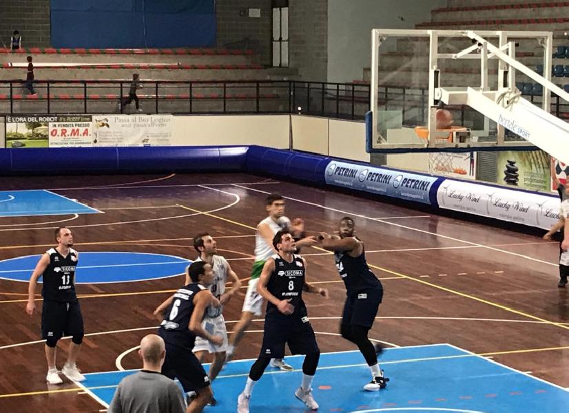 https://www.basketmarche.it/immagini_articoli/15-10-2018/foligno-basket-completa-rimonta-derby-fine-esulta-valdiceppo-600.png