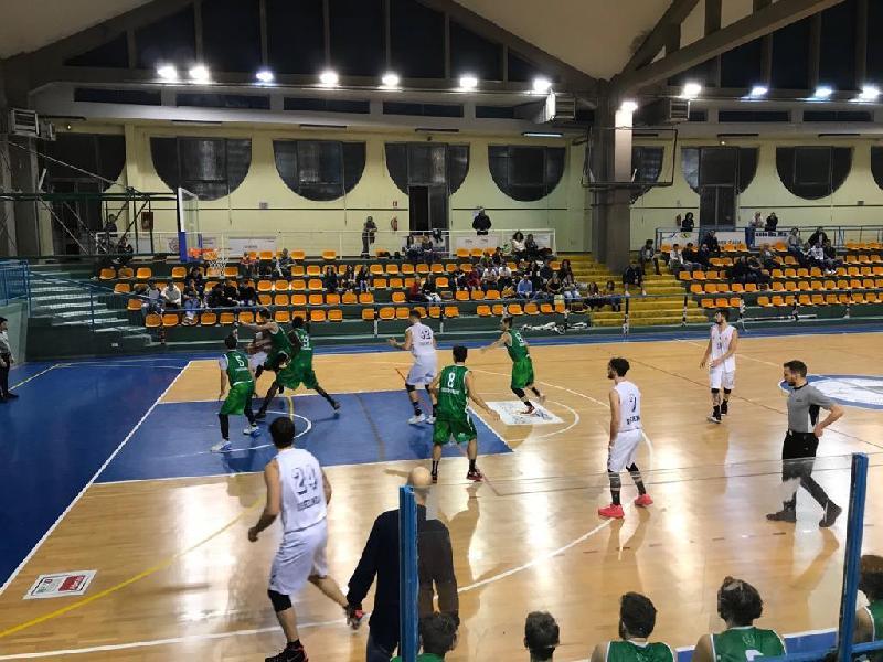 https://www.basketmarche.it/immagini_articoli/15-10-2018/isernia-basket-sblocca-fossombrone-casa-punti-600.jpg