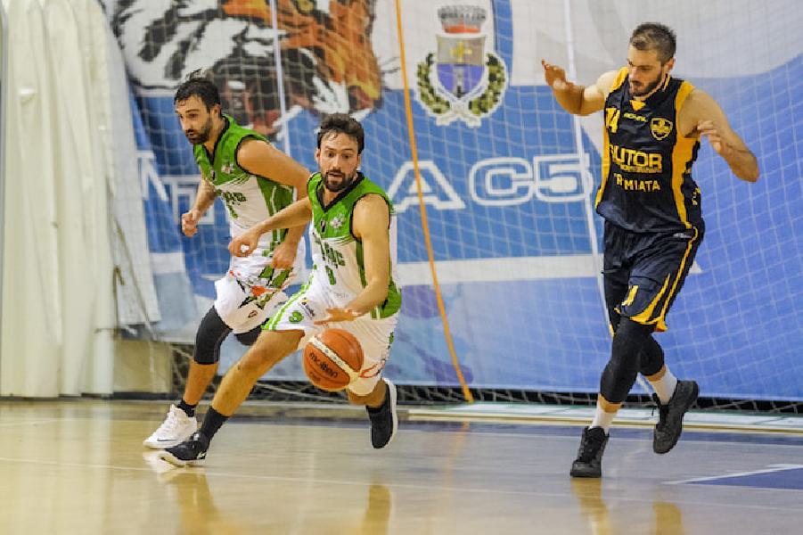 https://www.basketmarche.it/immagini_articoli/15-10-2018/magic-basket-chieti-vola-alto-espugnata-merito-osimo-600.jpg