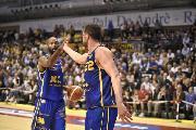 https://www.basketmarche.it/immagini_articoli/15-10-2018/poderosa-montegranaro-perfetta-oras-ravenna-travolta-pala-andr-120.jpg