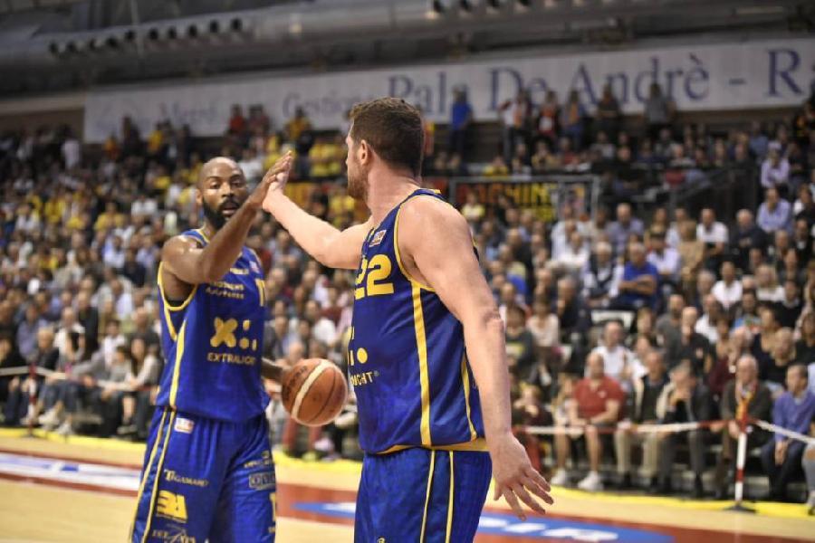 https://www.basketmarche.it/immagini_articoli/15-10-2018/poderosa-montegranaro-perfetta-oras-ravenna-travolta-pala-andr-600.jpg