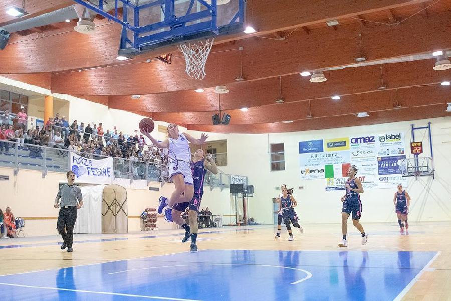 https://www.basketmarche.it/immagini_articoli/15-10-2018/primo-stop-stagionale-feba-civitanova-basket-progresso-bologna-fare-festa-600.jpg