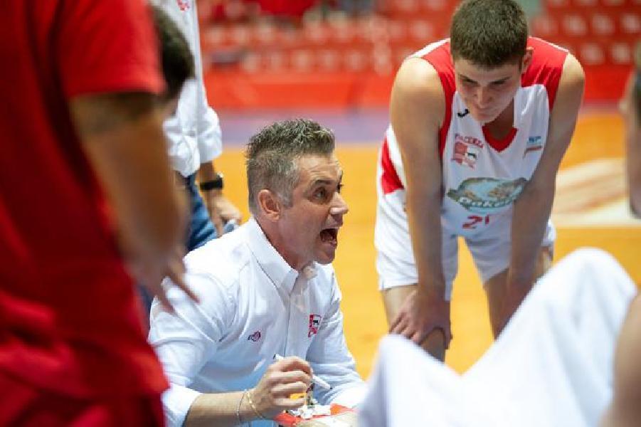 https://www.basketmarche.it/immagini_articoli/15-10-2019/bakery-piacenza-trasferta-montegranaro-coach-campanella-sutor-esterni-molto-forti-buon-ritmo-600.jpg