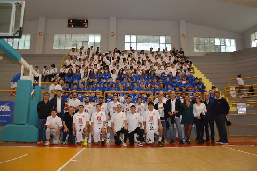 https://www.basketmarche.it/immagini_articoli/15-10-2019/grande-festa-basket-osimo-group-tutte-societ-cestistiche-osimane-600.jpg