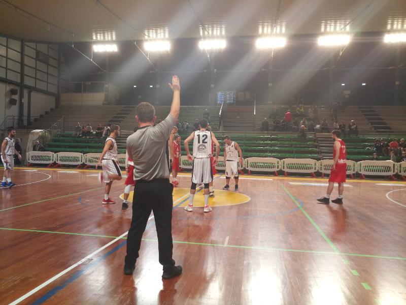 https://www.basketmarche.it/immagini_articoli/15-10-2019/posticipo-atomika-spoleto-supera-autorit-nestor-marsciano-600.jpg