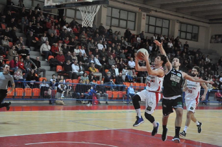 https://www.basketmarche.it/immagini_articoli/15-10-2020/biglietti-vendita-derby-pallacanestro-senigallia-campetto-ancona-600.jpg