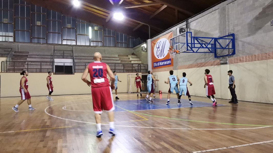 https://www.basketmarche.it/immagini_articoli/15-10-2021/cannara-basket-parte-piede-giusto-passa-campo-fara-sabina-600.jpg