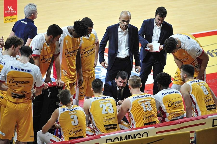 https://www.basketmarche.it/immagini_articoli/15-11-2019/pesaro-coach-perego-roma-facendo-stagione-importante-dobbiamo-fare-passo-600.jpg