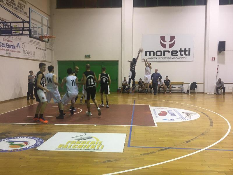 https://www.basketmarche.it/immagini_articoli/15-11-2019/regionale-anticipo-ascoli-basket-conquista-fila-campo-88ers-civitanova-600.jpg
