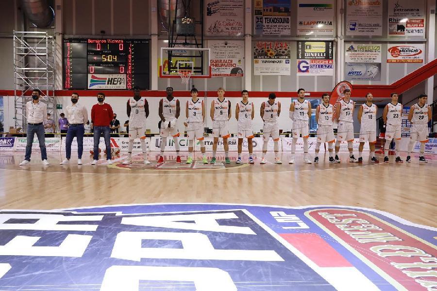 https://www.basketmarche.it/immagini_articoli/15-11-2020/vaporart-bernareggio-supera-frata-nard-vince-supercoppa-600.jpg